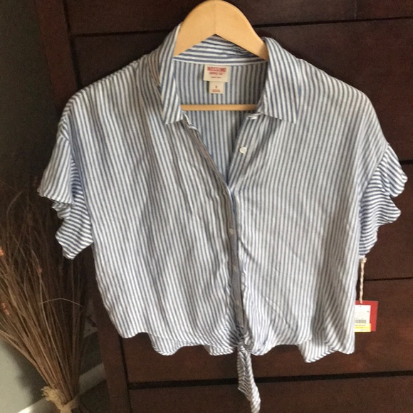 Mossimo Supply Co. Tops - Missimo Crop button down tee